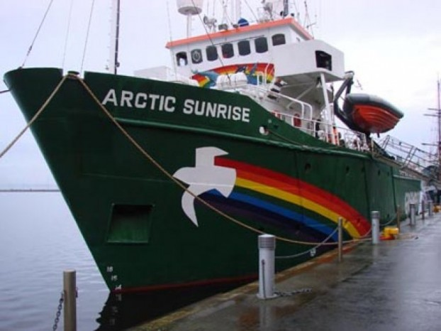 Arctic-Sunrise-Photo-by-GreenPeace-680-622x466